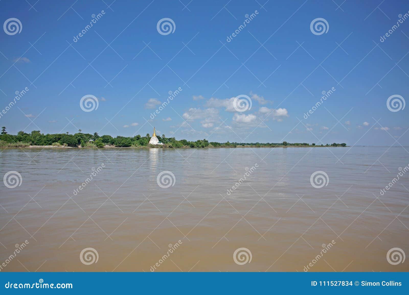 Sul fiume di Irrawaddy