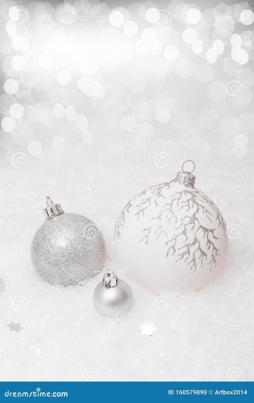 Youtube Sfondi Natalizi.Sullo Sfondo Natalizio Bianco Con Fiocchi Di Neve E Decorazioni Natalizie Fotografia Stock Immagine Di Stagionale Saluto 160579890