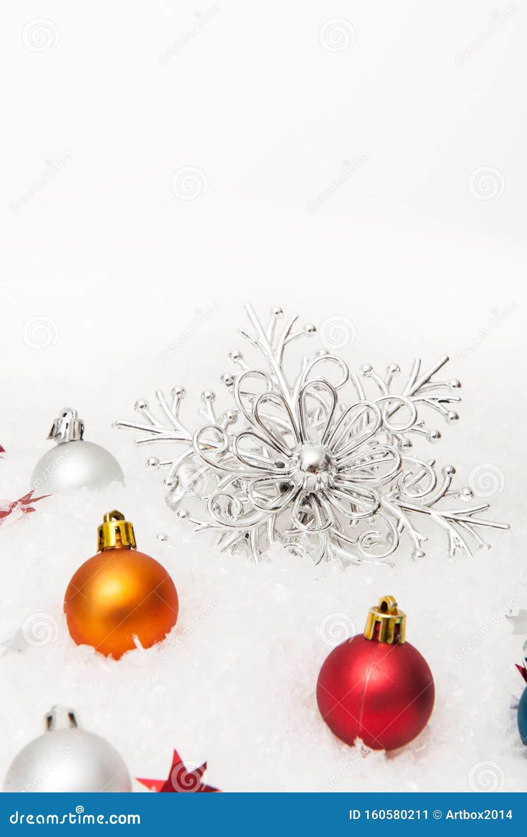 Youtube Sfondi Natalizi.Sullo Sfondo Natalizio Bianco Con Fiocchi Di Neve E Decorazioni Natalizie Immagine Stock Immagine Di Illustrazione Background 160580211