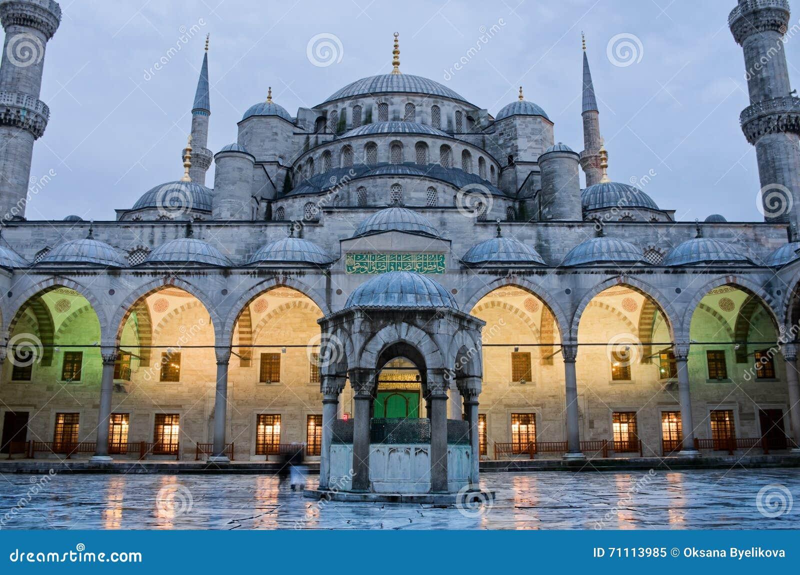 Sultan Ahmed Mosque som är bekant som den blåa moskén i Istanbul, Turkiet