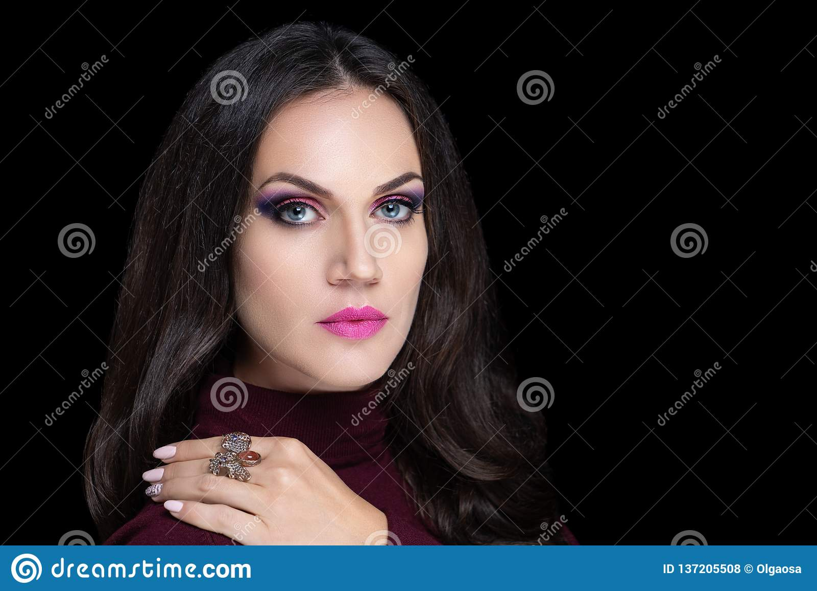 Beauty brunette face
