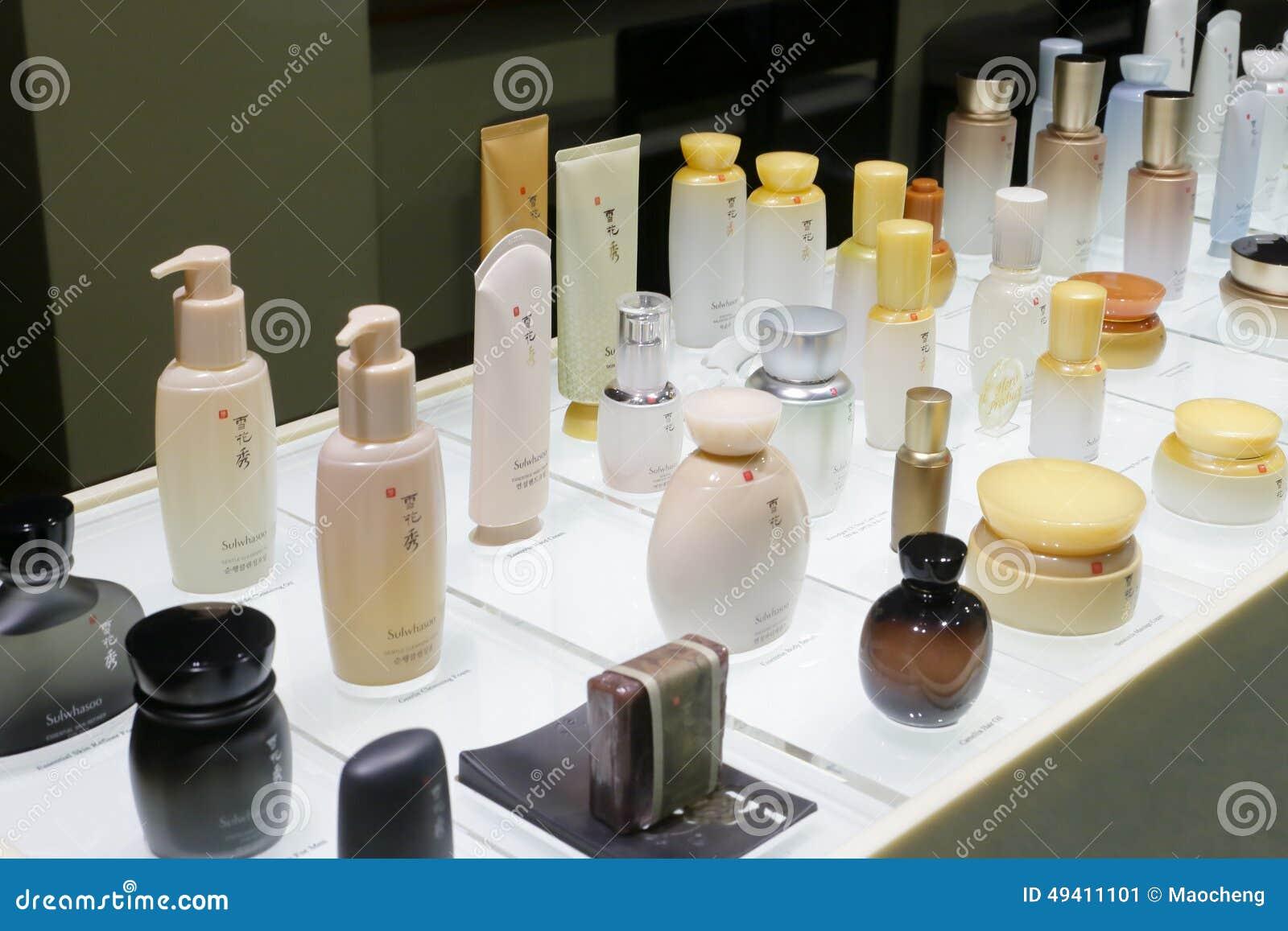 Download Sulwhasoo-Kosmetik Auf Dem Schreibtisch Redaktionelles Foto - Bild von karosserie, unterschiedlich: 49411101