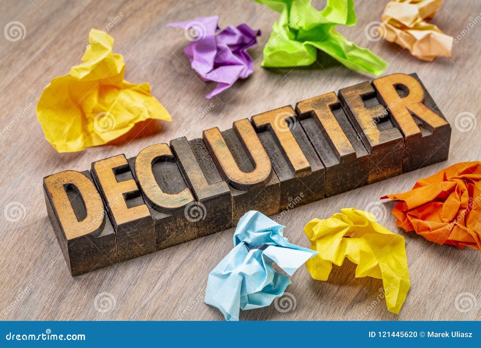 Sumário da palavra de Declutter no tipo de madeira