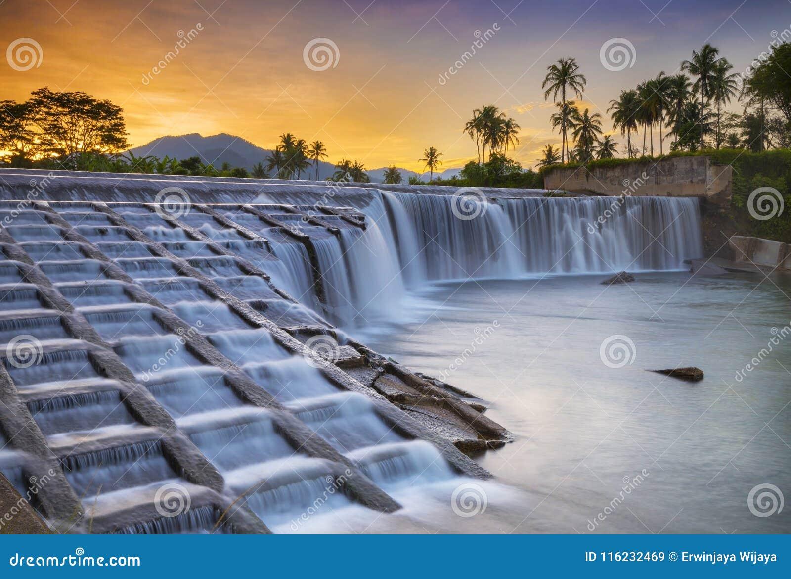 Sumatera ocidental de Pulai do Koto da cachoeira