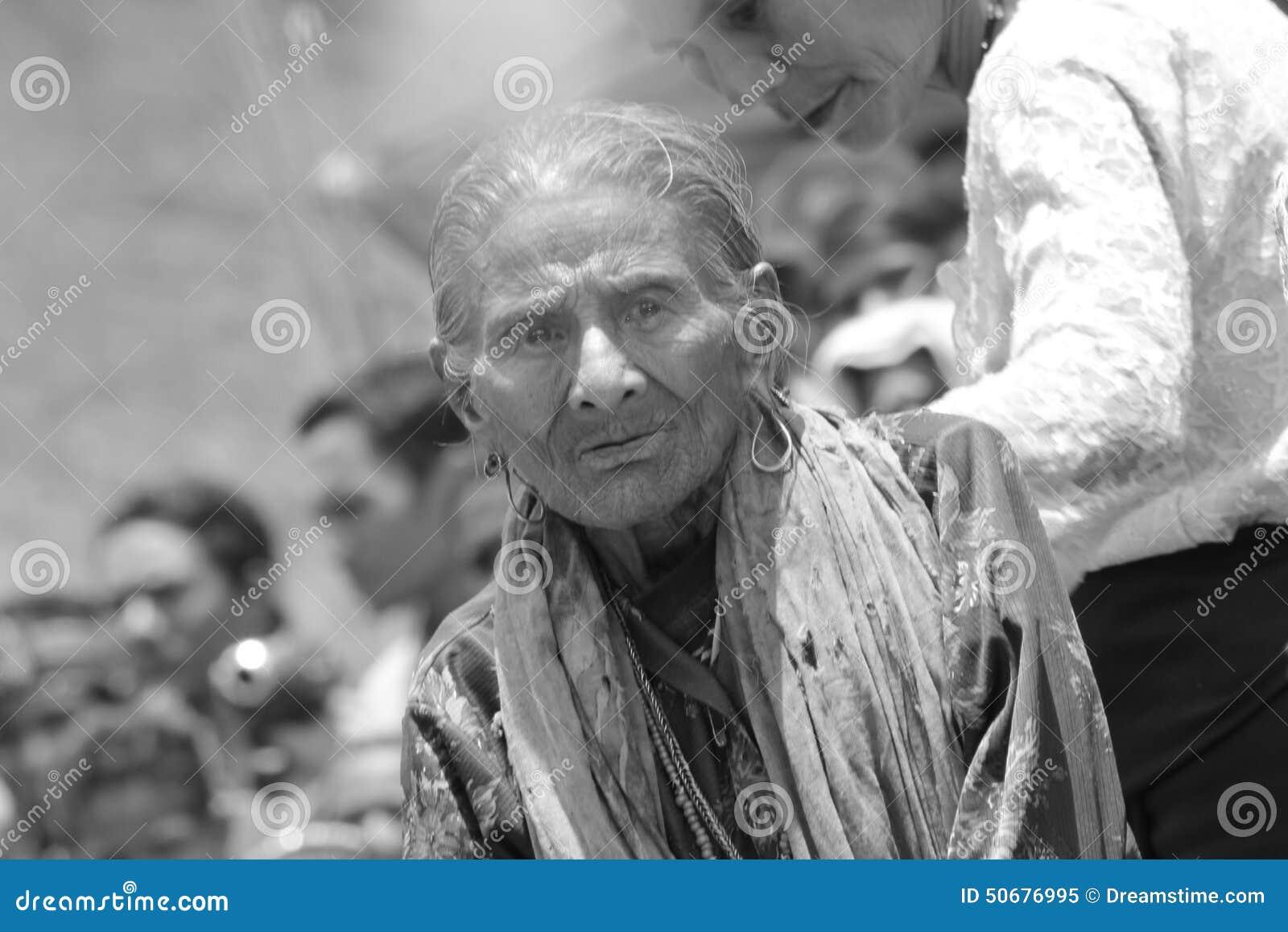 Download Sumbanese妇女 编辑类图片. 图片 包括有 仪式, 旅途, 妇女, 到达, 祈祷, 教士, 线索 - 50676995