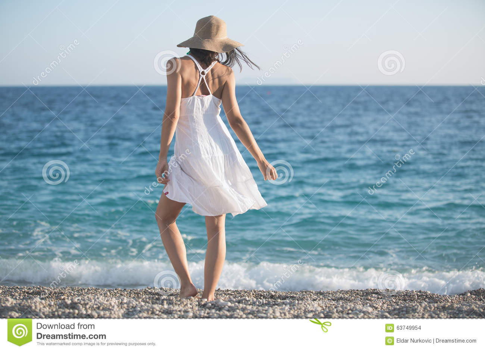 beach body naked women