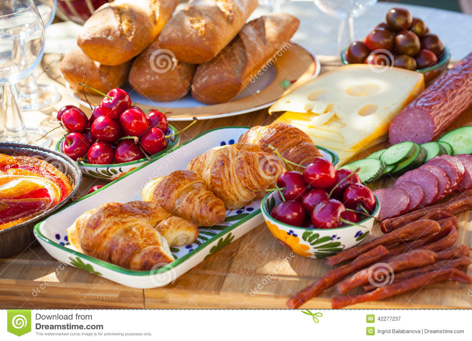 Summer breakfast in garden stock photo image 42277237 for Au jardin brunch