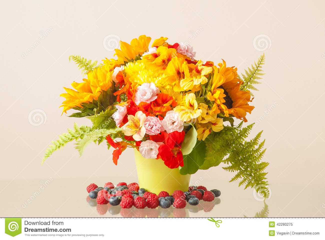 Summer Flower Bouquet stock image. Image of decoration - 42280275