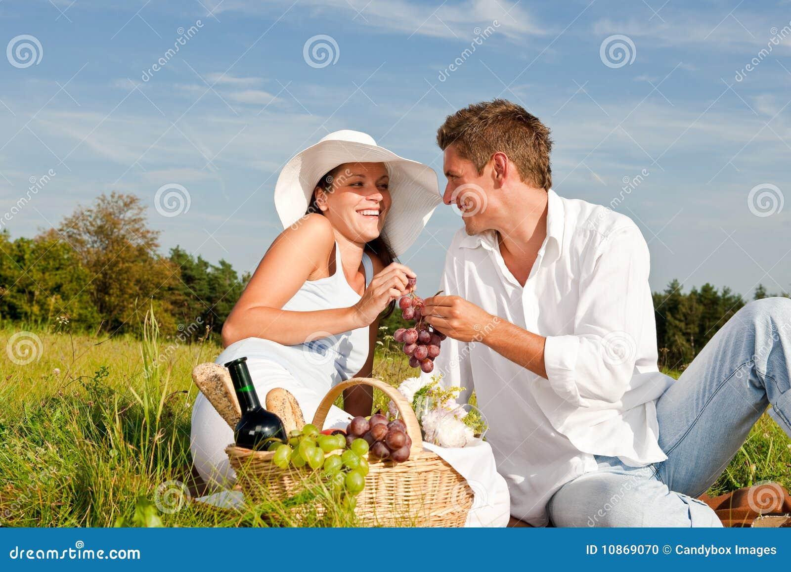 С женой на пикнике 17 фотография