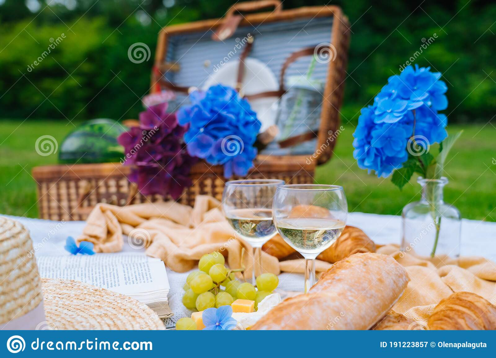 892 Picnic Basket Spring Flowers Wine Photos Free Royalty Free Stock Photos From Dreamstime