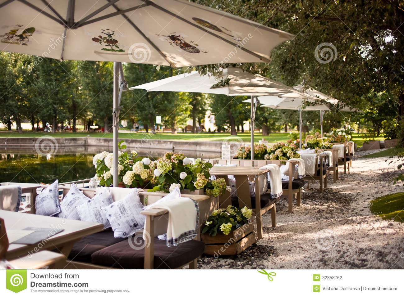 Summer restaurant terrace stock photography image 32858762 for Terrace on the park restaurant