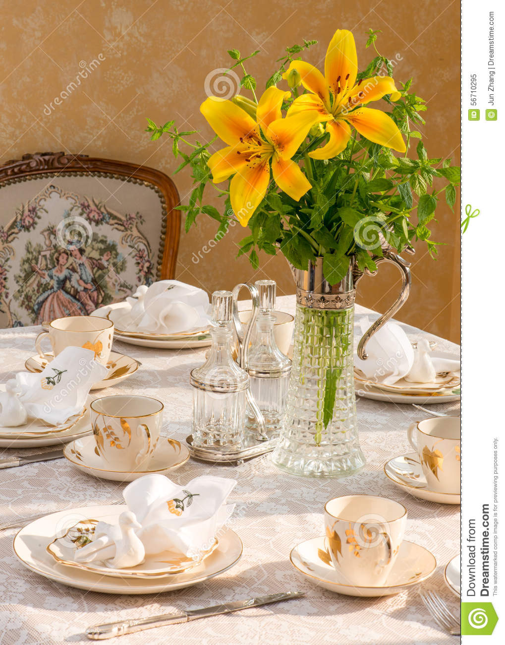 Setting A Dinner Table Summer Time Dinner Table Setting Tablescaping Stock Photo Image