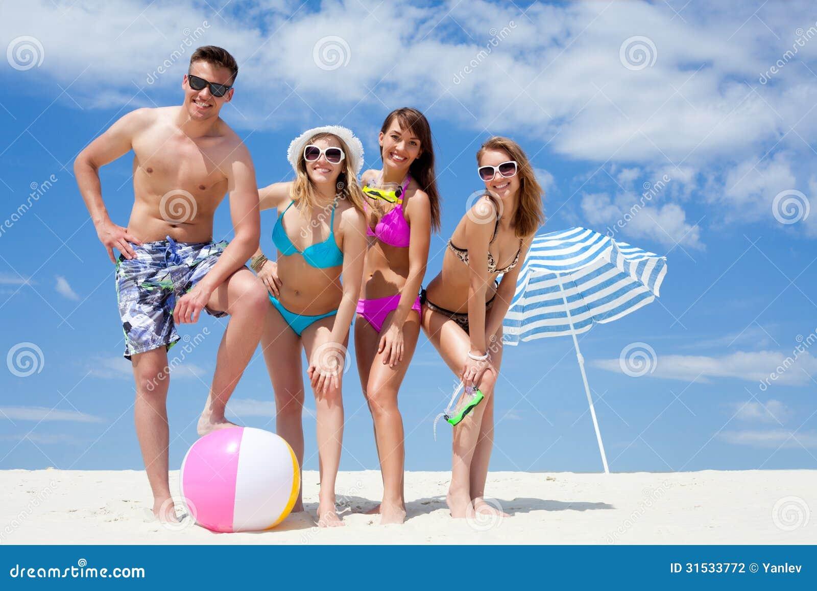 Фото обычных людей на пляже 16 фотография