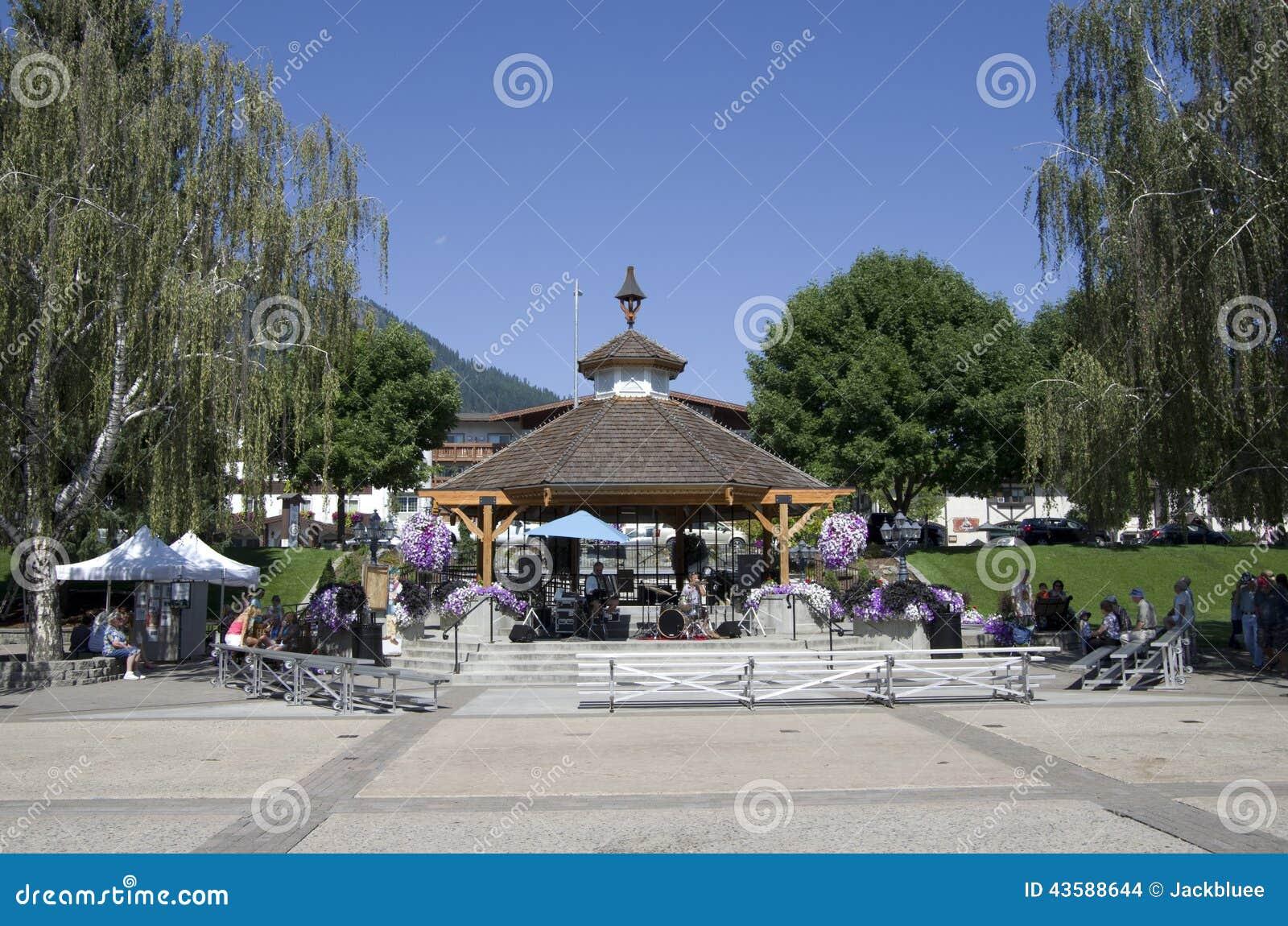 Summerfair för Leavenworth tysk stadmitt