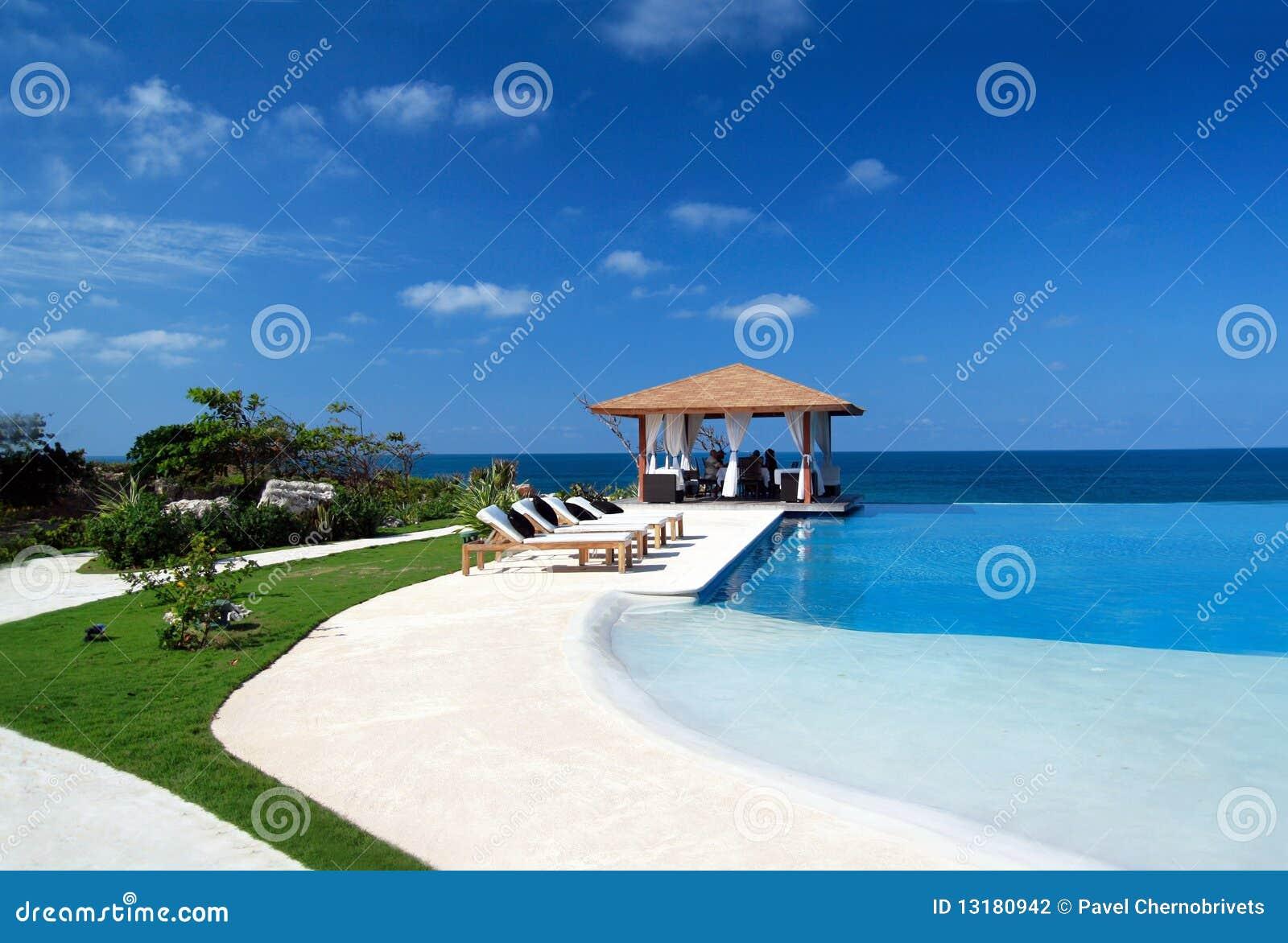 Summerhouse met zwembad dichtbij oceaan