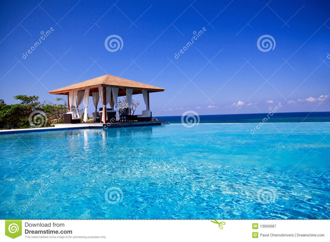 Summerhouse with swimming pool near atlantic ocean stock - Where is my nearest swimming pool ...