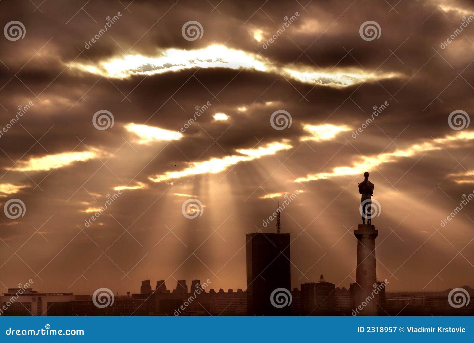 Sun attraverso le nubi