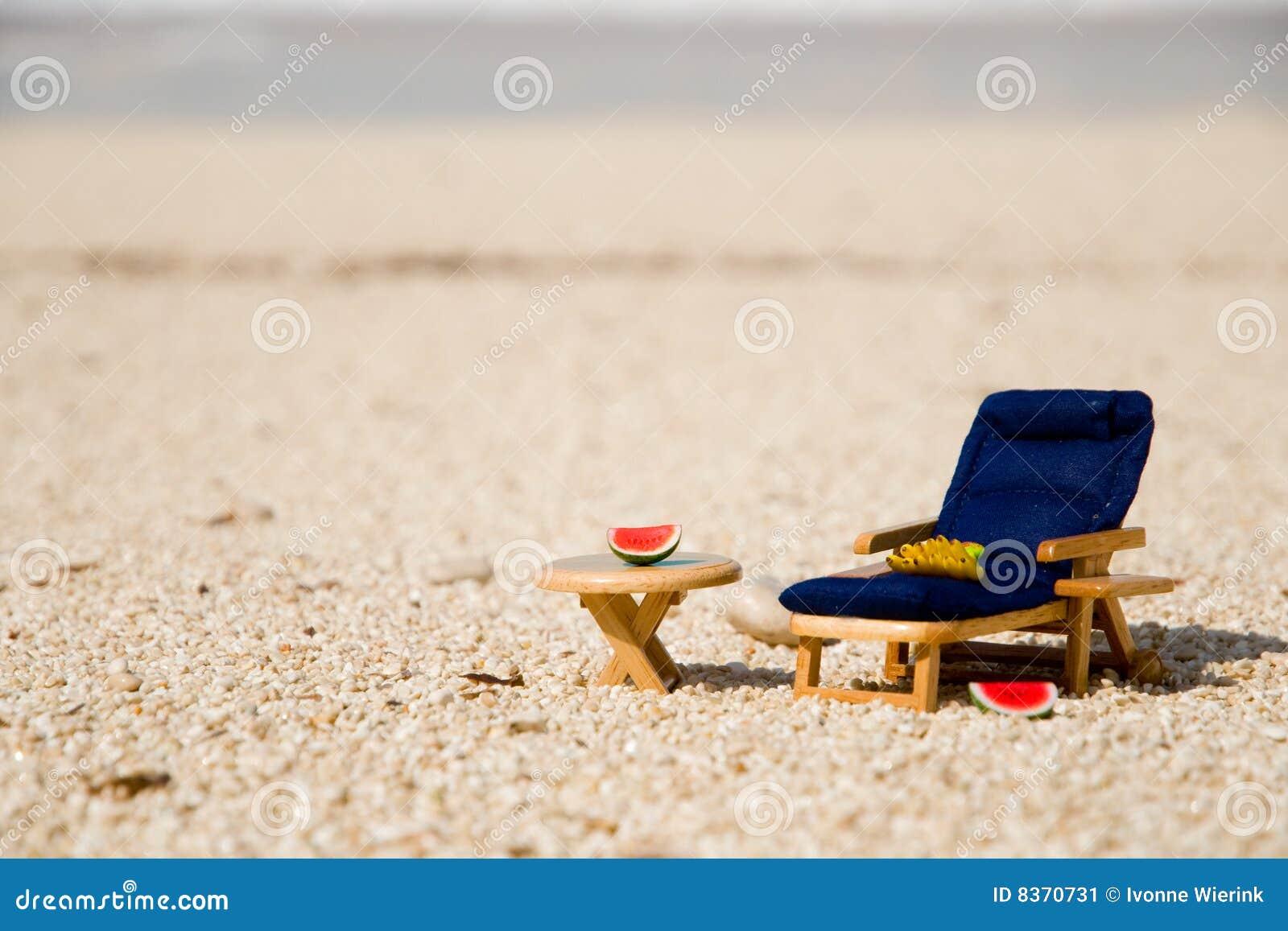 Sun Bett Am Strand Stockbild Bild Von Tabelle Mini Bananen 8370731