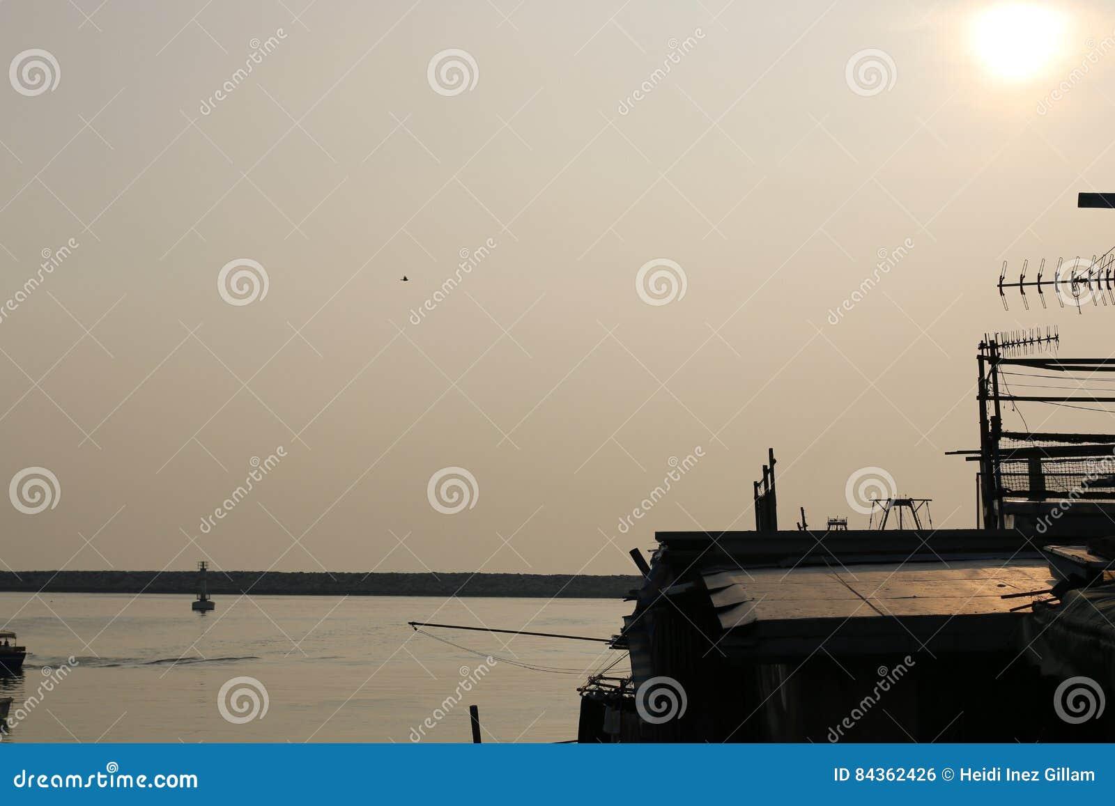 Sun dans le village de pêche