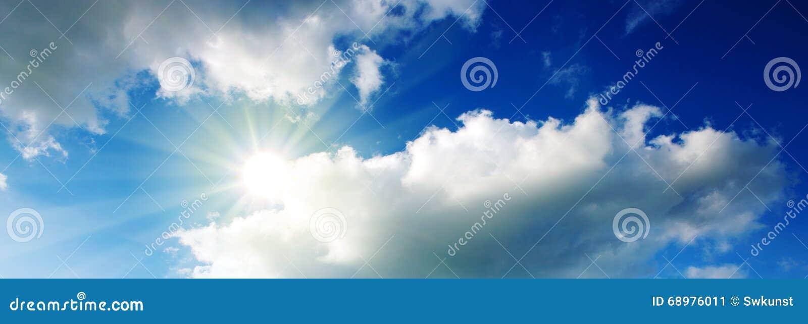 Sun en cielo azul