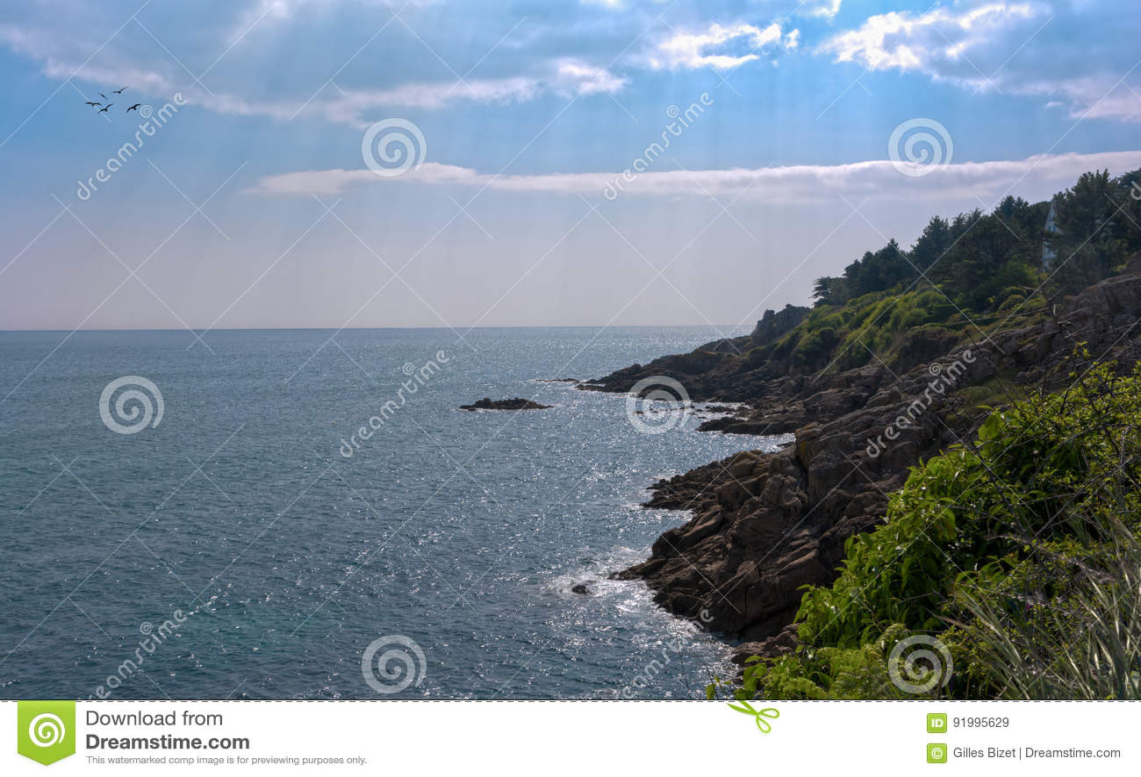 Sun en la costa de Bretaña