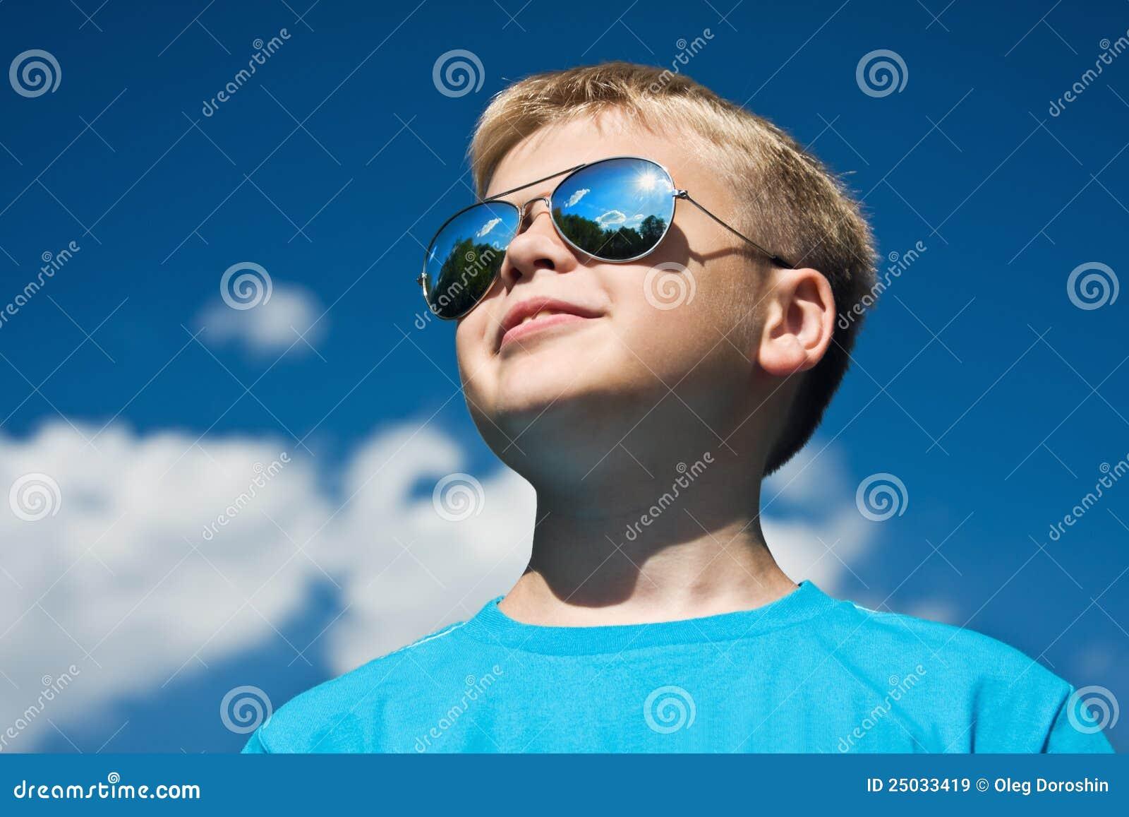 Sun för pojkeexponeringsglasskydd