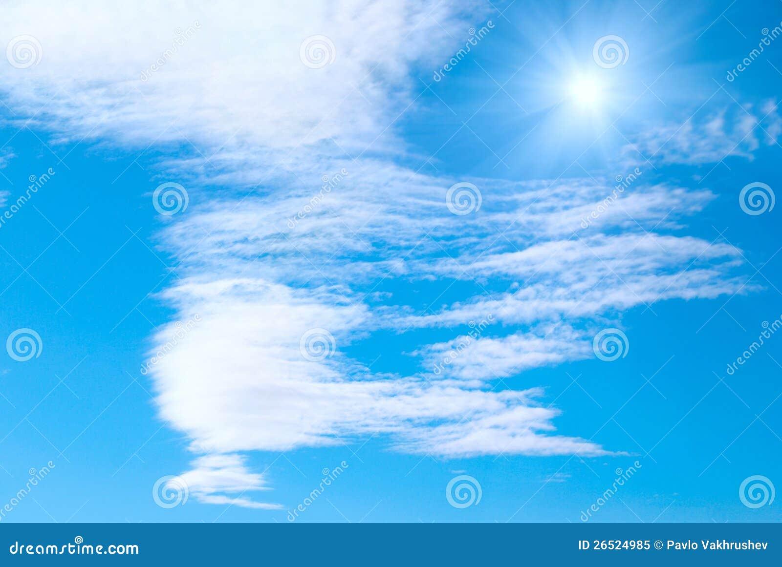 Sun, nuvens e céu