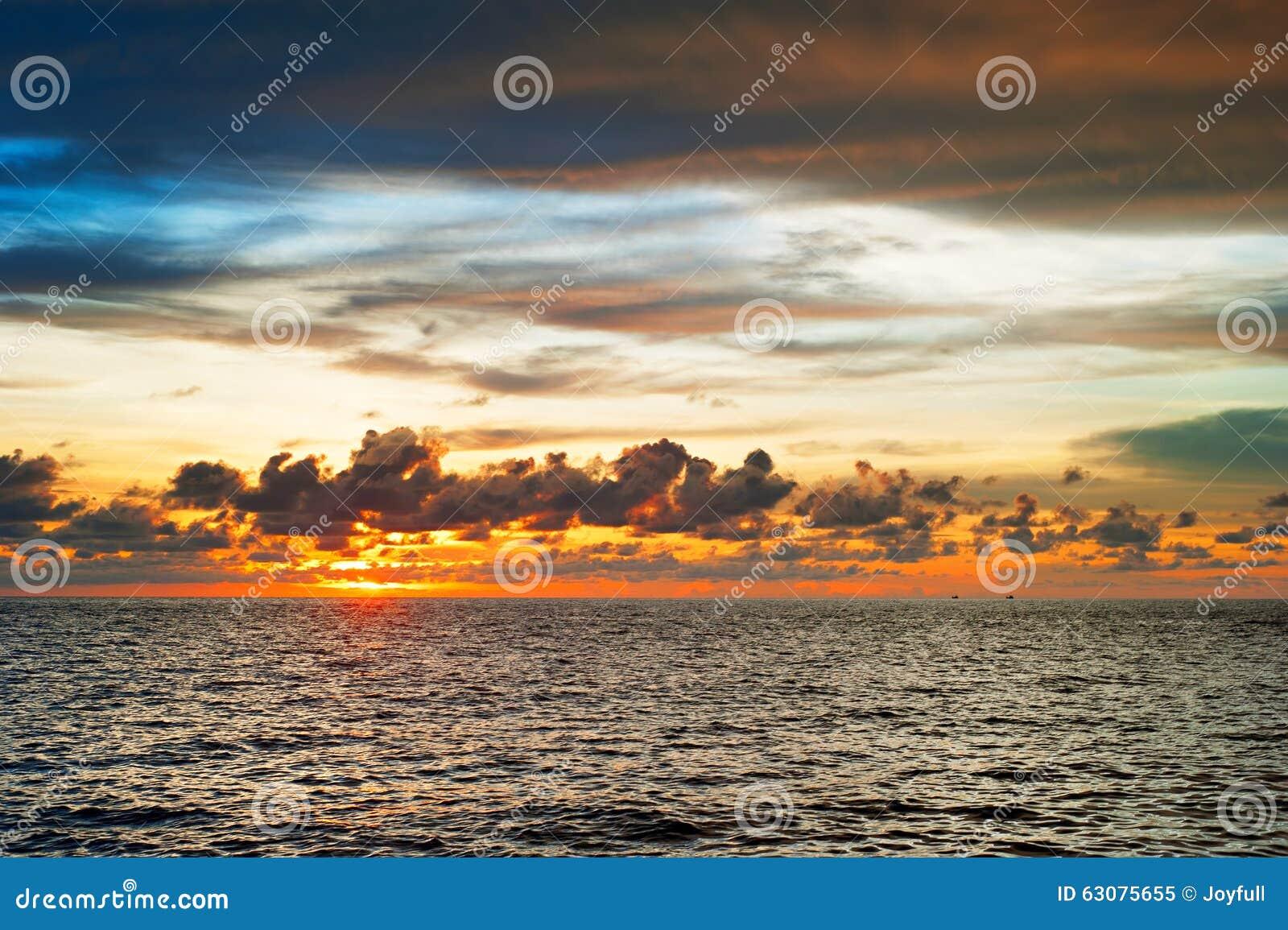 Download Sun A Placé En Mer, Thaïlande Image stock - Image du scène, aube: 63075655