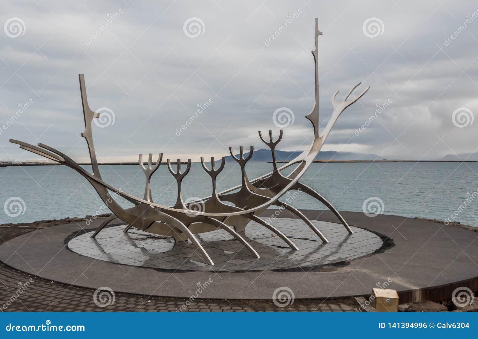 The Sun-Reisende-Skulptur onReykjavik Hafen in Reykjavik, Island