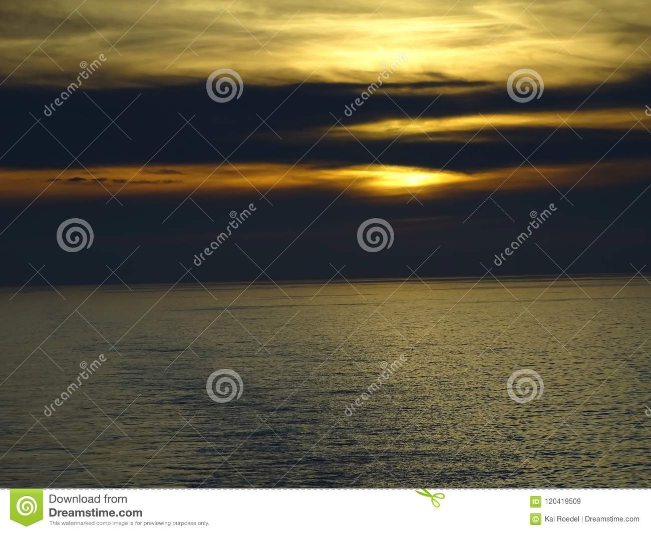 The sun sinks in the sea