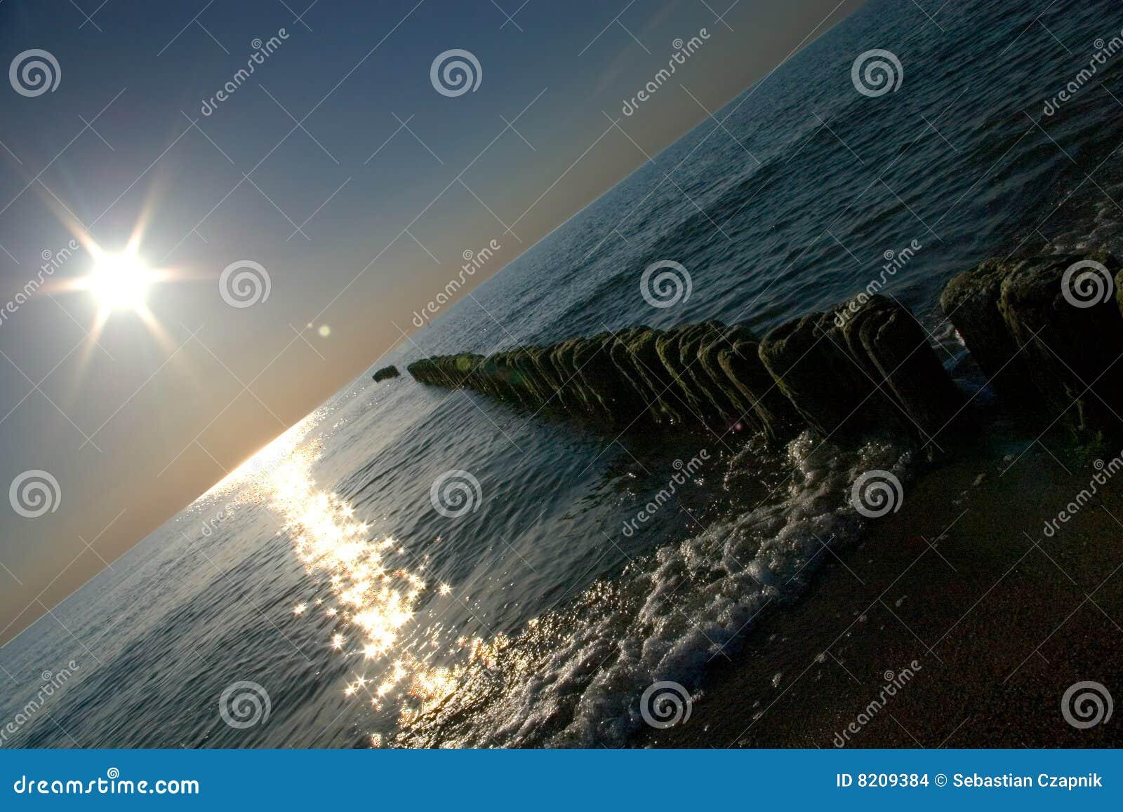 Sun sobre el mar