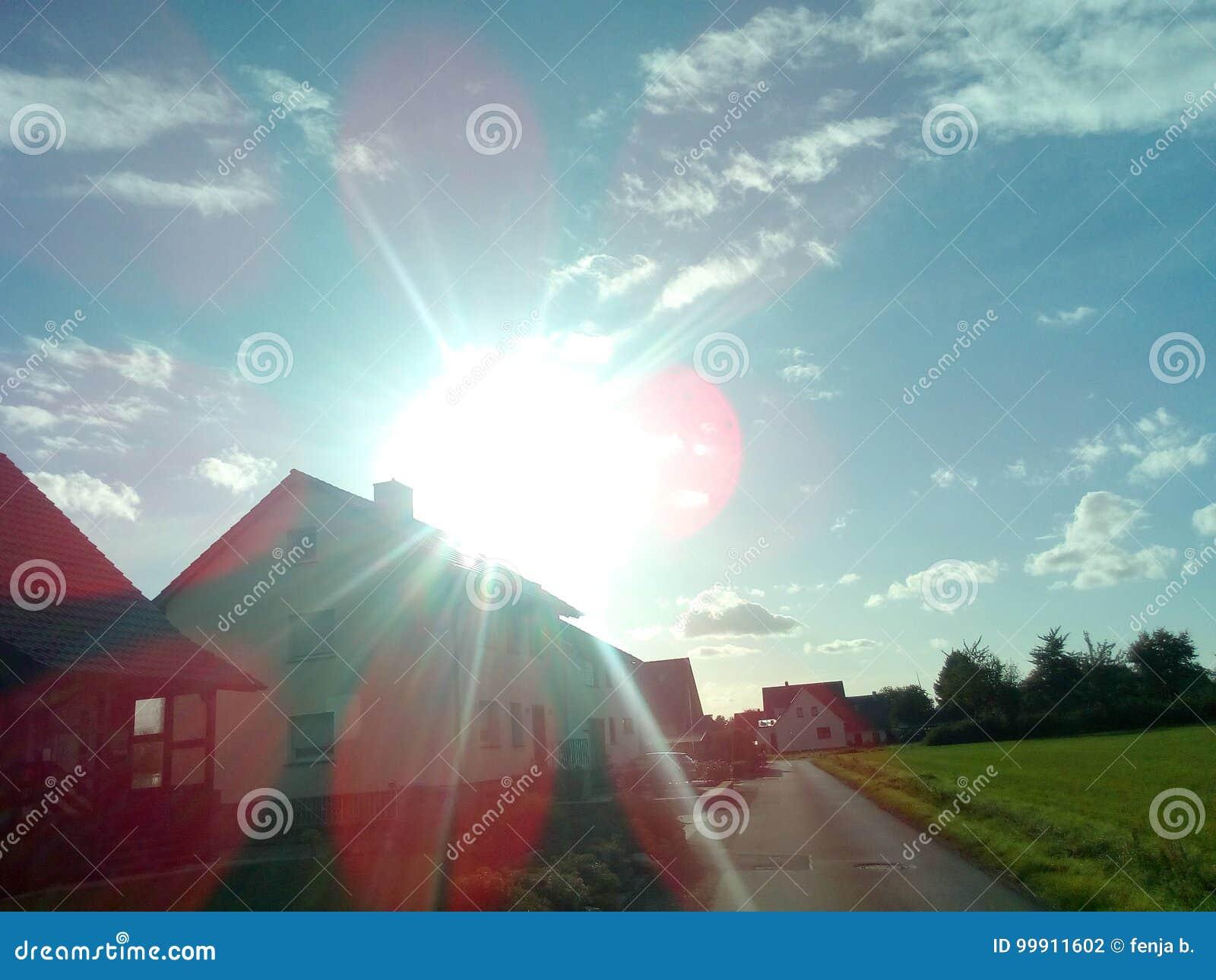 Sun sobre una casa