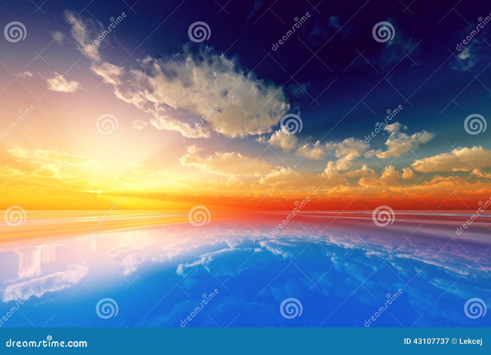 Sun-Strahlen in den Wolken