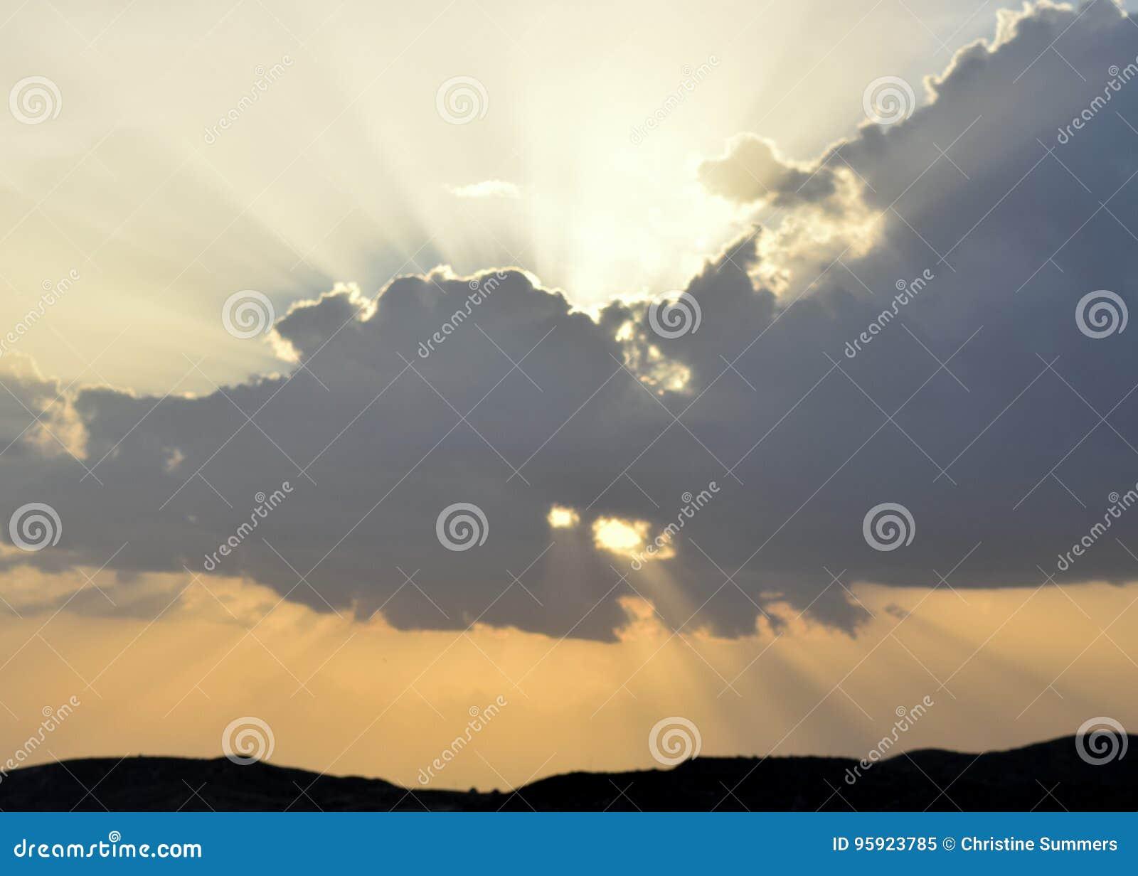 Sun-Strahlen durch die Wolken