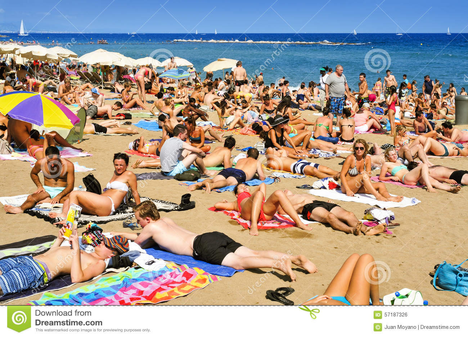 Барселона пляж девушки фото