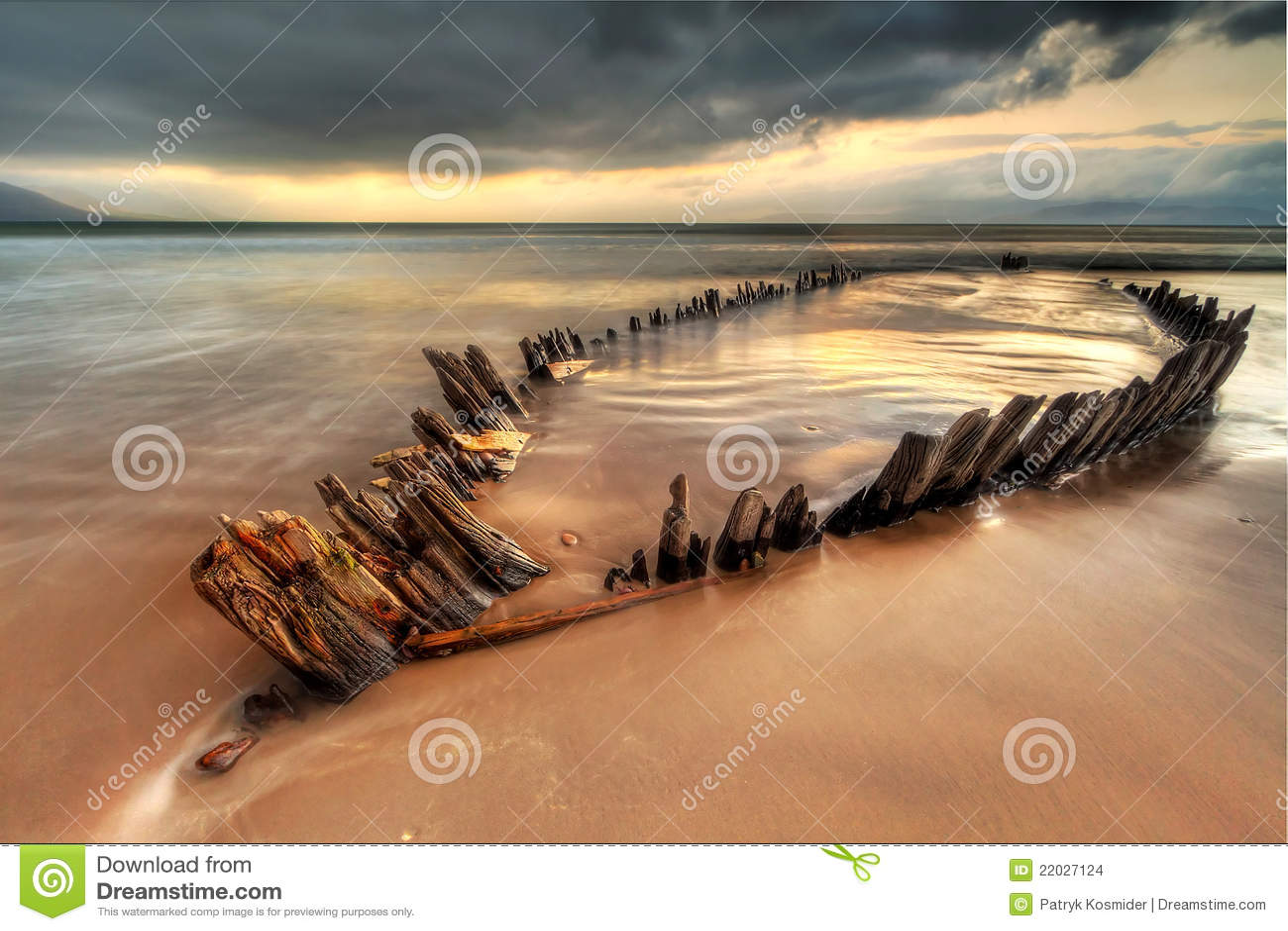 Sunbeam ship wreck on irish beach - HDR