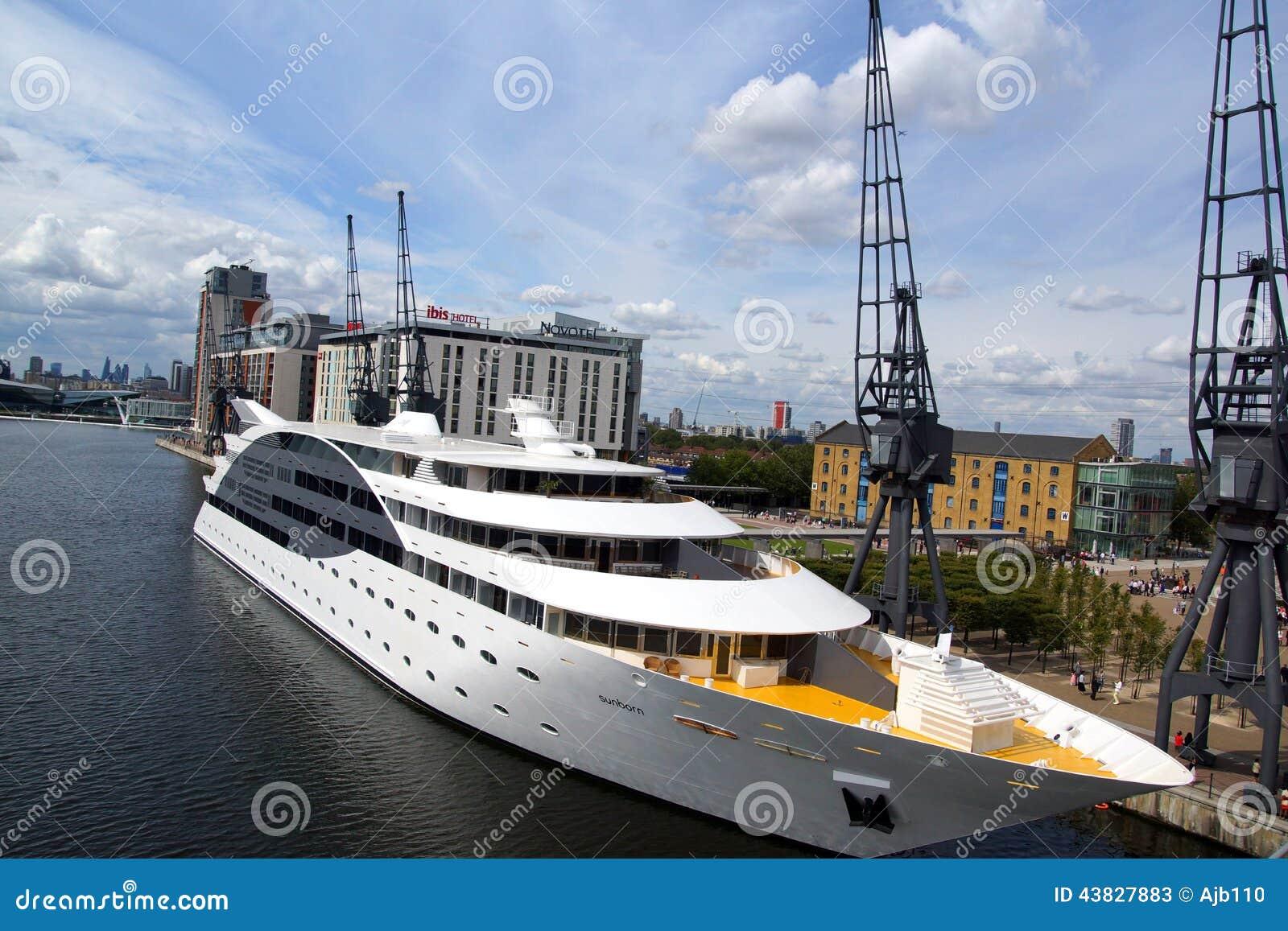Ship Hotel London