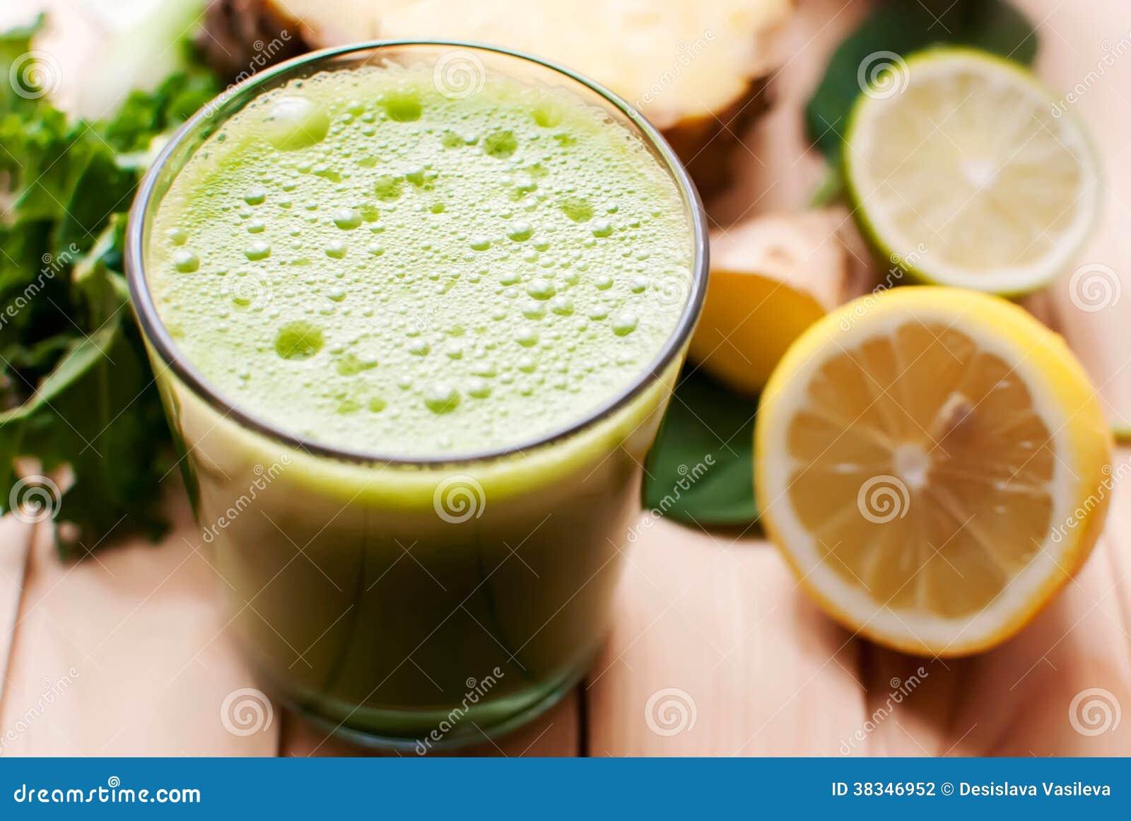 Sund grön detoxfruktsaft
