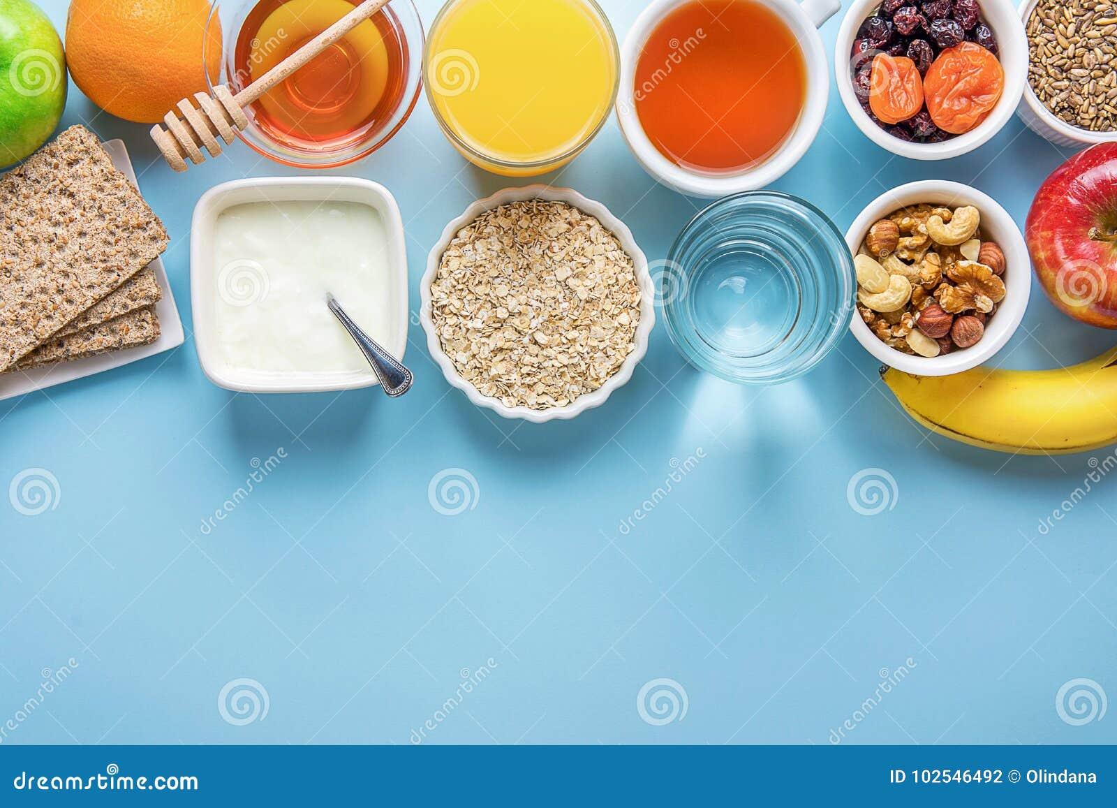 Sund havremjöl Honey Fruits Apples Banana Orange Juice Water Green Tea Nuts för frukost för matsmältning för matfiberkällor