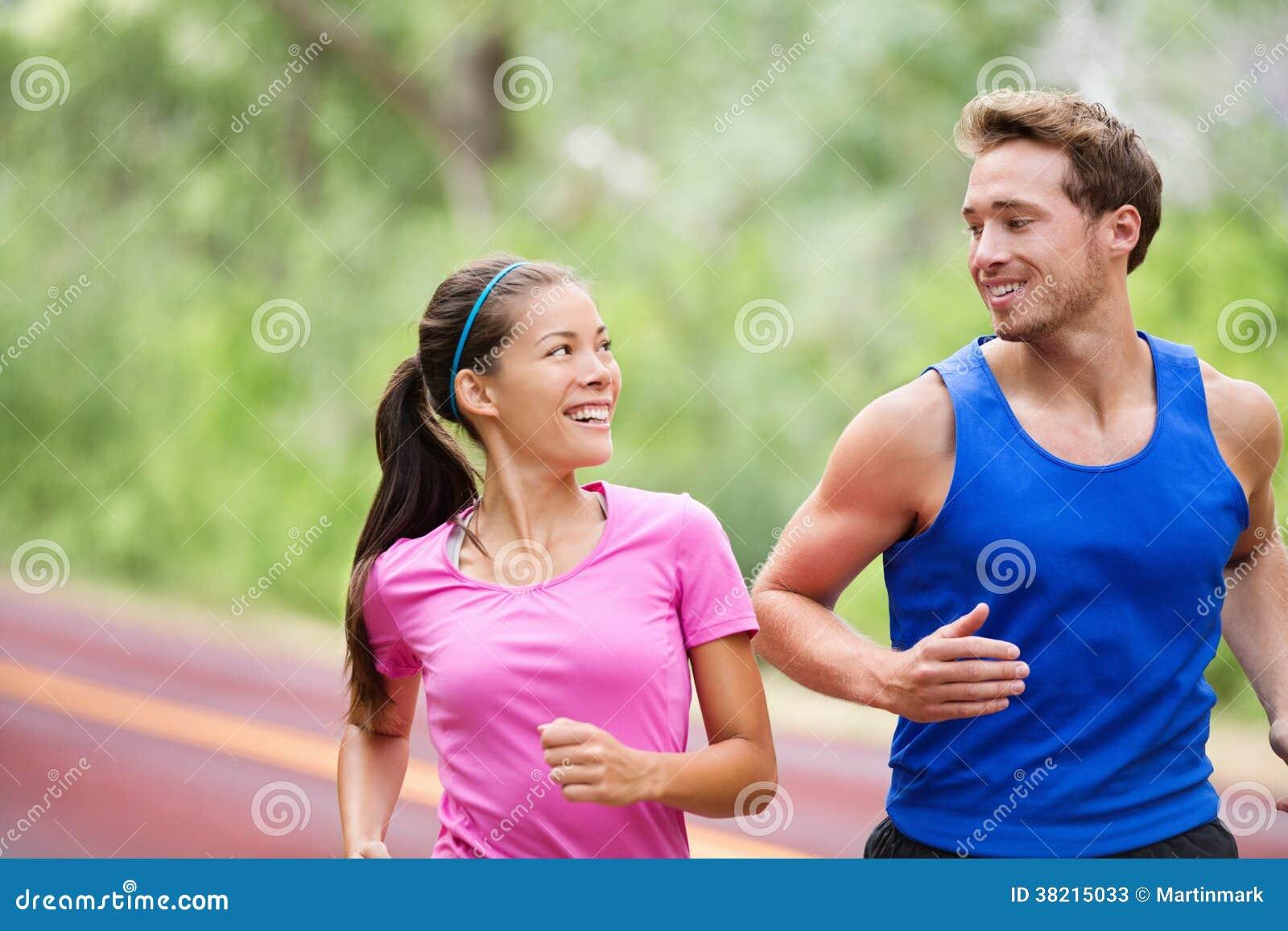 Sund livsstil - körande jogga för konditionpar