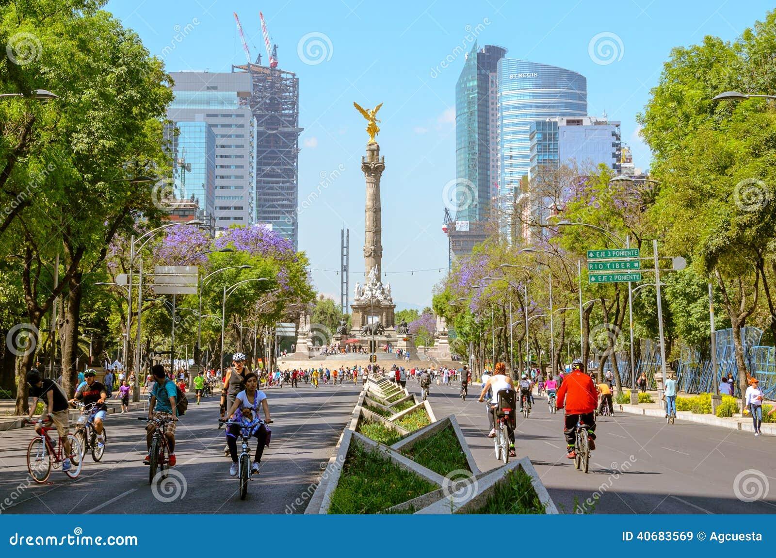 Sundayrowerzyści w Paseo De Los angeles Reforma, Meksyk