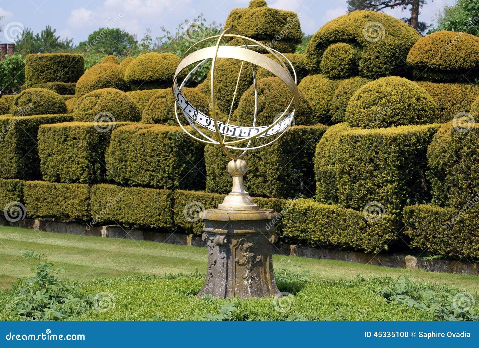 Sundial & Topiary, Hever Castle, Kent, England Stock Photo - Image ...