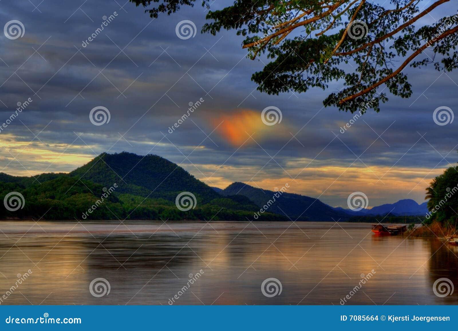 Sundog sobre o rio de Mekong