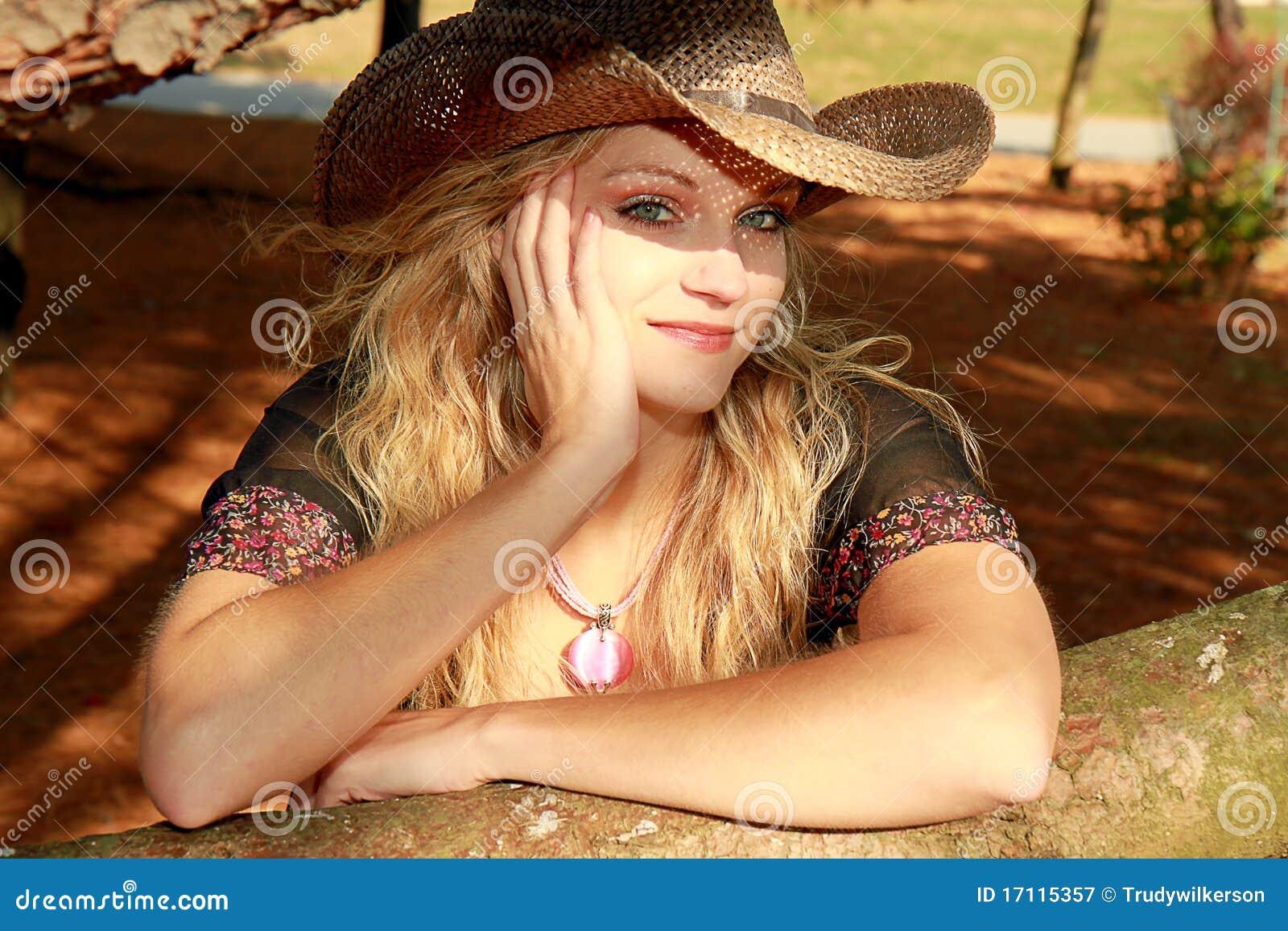 Девушка в ковбойском стиле фото