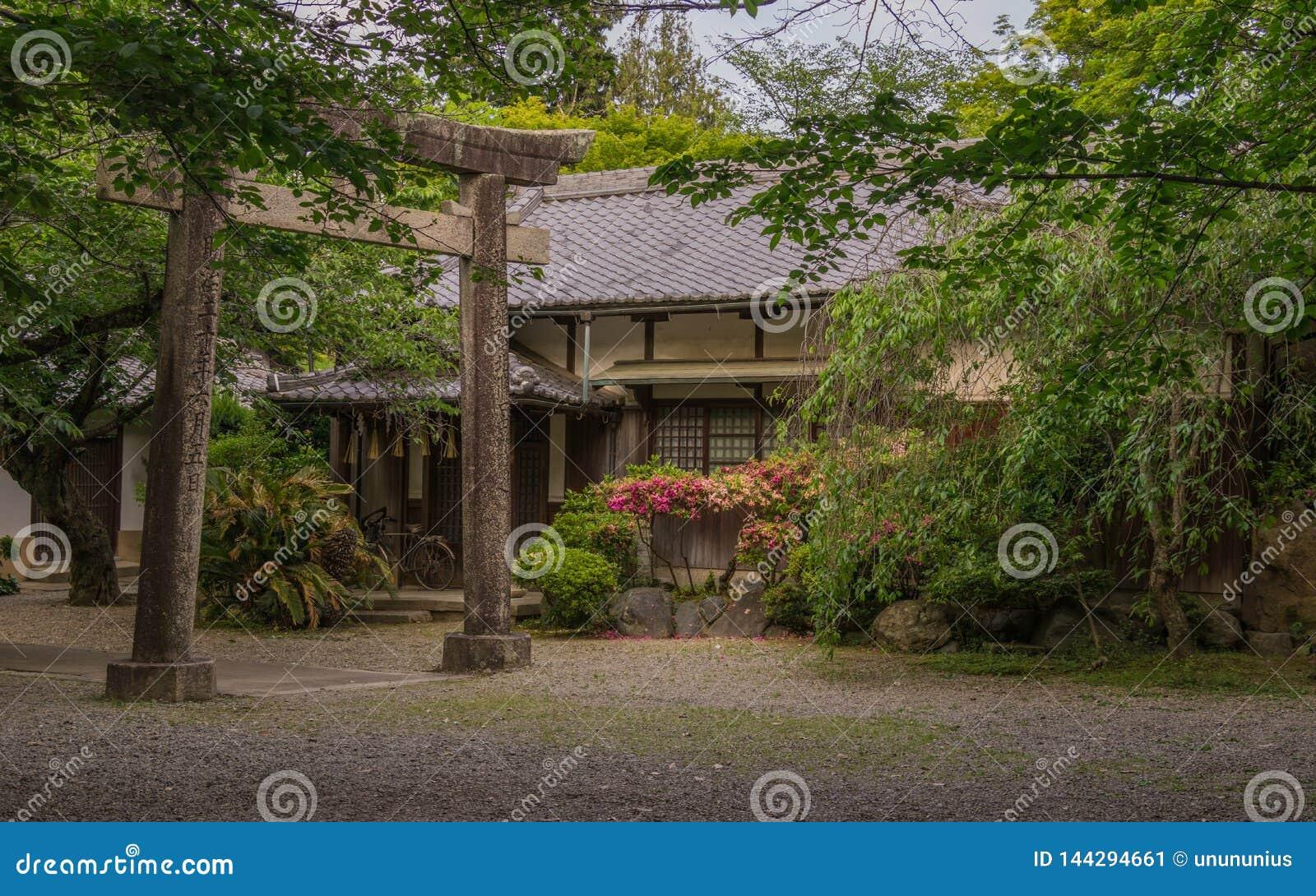 Sunno-Schrein mit Eingang Torii und japanischem Garten, nah an Himeji-Schloss Himeji, Hyogo, Japan, Asien