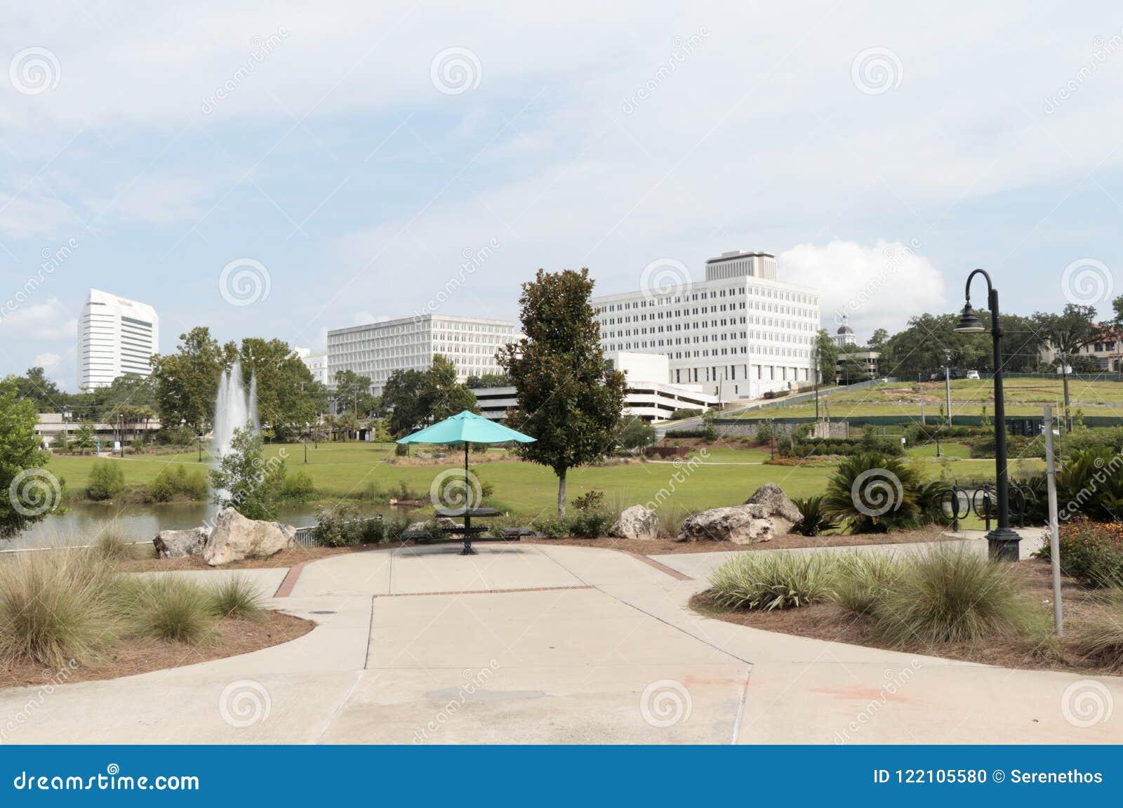 Sunny Day View von im Stadtzentrum gelegenem Tallahassee vom Kaskaden-Park
