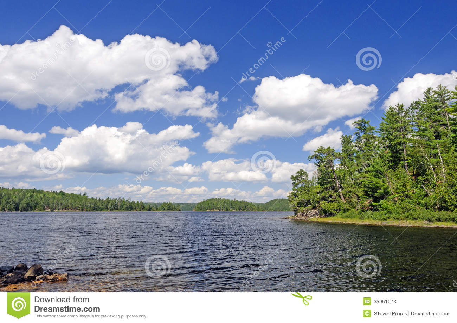 Sunny Summer Day en país de la canoa