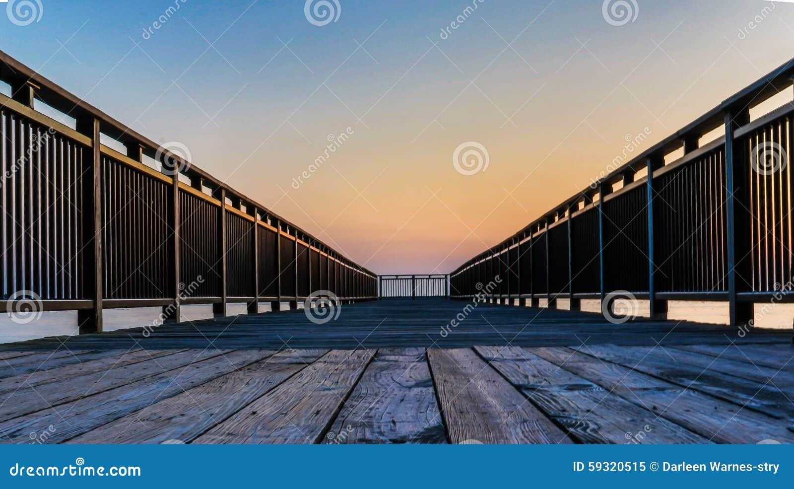 Sunset on fishing pier lake erie new york for Lake erie pier fishing