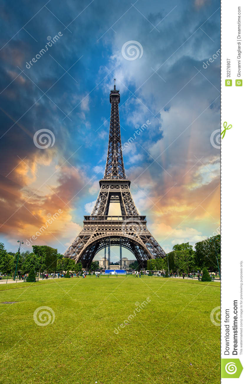 sunset sky above eiffel tower paris la tour eiffel from champ stock image image 32276907. Black Bedroom Furniture Sets. Home Design Ideas