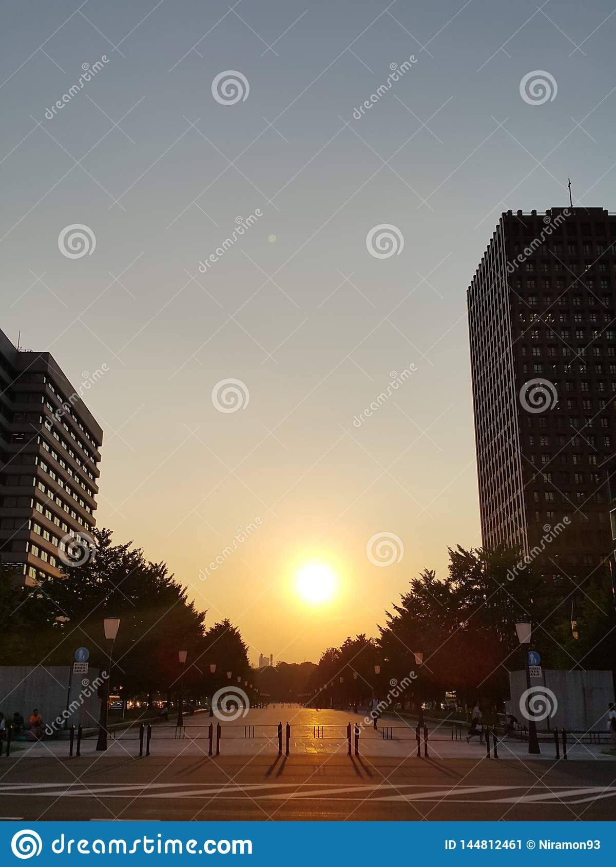 Sunset at the Tokyo station